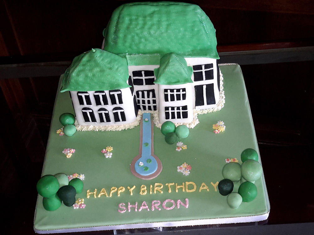 Cake that looks like Marine Villa, Shanklin and Tramazzeni Isle of Wight